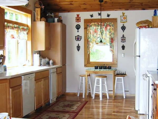 Kitchen has quaint Bistro Table, ceiling fan and great lighting which you control.
